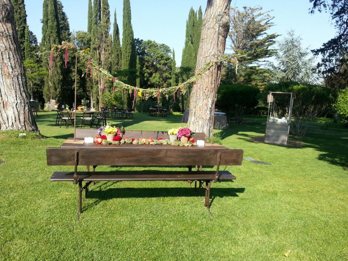 Boda un bosque en el jard n masia egara for Ver jardines decorados